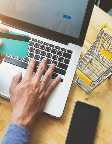 Con el comercio electrónico